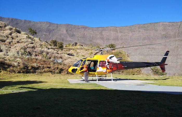 Vue sur le rempart du maido et Grand bénare après un survol de la Réunion en hélico avec mafate helicoptere